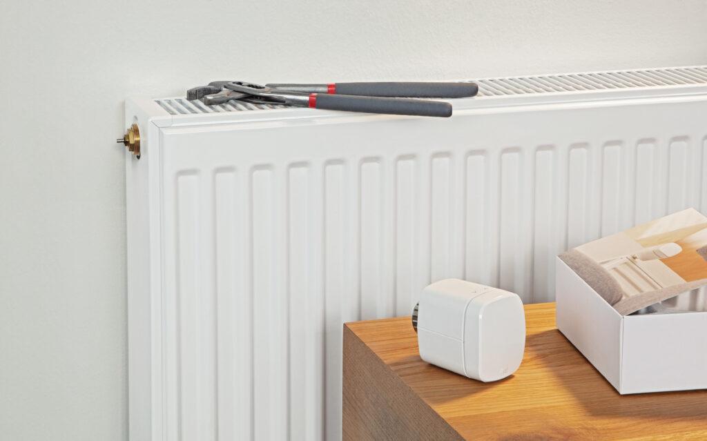 regulator-ogrzewania-eve-thermo-connected-4gen-2020-eu-eve-thermo-lifestyle-installation-iShack